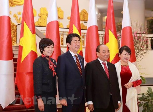 Thu tuong Nguyen Xuan Phuc va ong Abe co cuoc hoi dam chinh thuc hinh anh 2