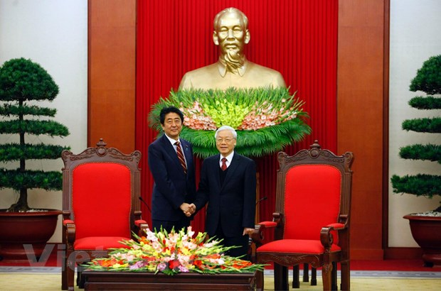 Tong Bi thu Nguyen Phu Trong tiep Thu tuong Nhat Ban Shinzo Abe hinh anh 1