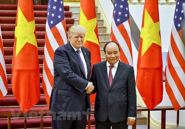 Nhin lai 2 ngay cua Tong thong Hoa Ky Donald Trump tai Ha Noi hinh anh 14