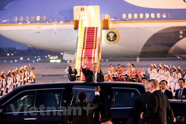 Nhin lai 2 ngay cua Tong thong Hoa Ky Donald Trump tai Ha Noi hinh anh 2