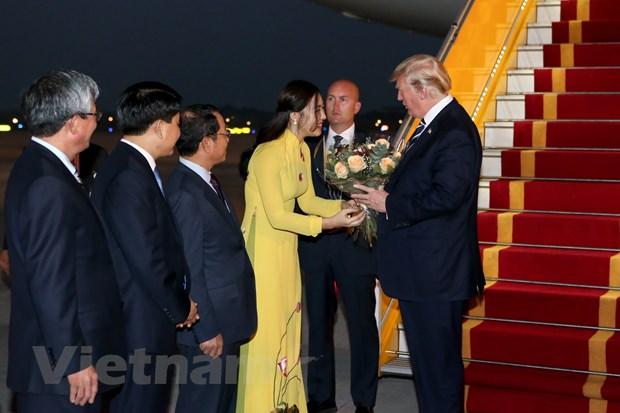 Nhin lai 2 ngay cua Tong thong Hoa Ky Donald Trump tai Ha Noi hinh anh 3