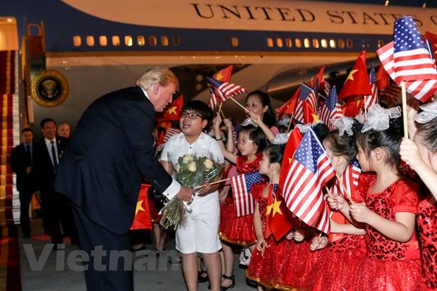 Nhin lai 2 ngay cua Tong thong Hoa Ky Donald Trump tai Ha Noi hinh anh 4