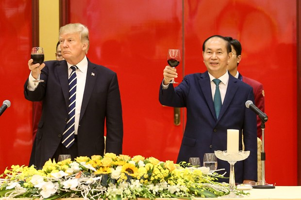 Nhin lai 2 ngay cua Tong thong Hoa Ky Donald Trump tai Ha Noi hinh anh 7