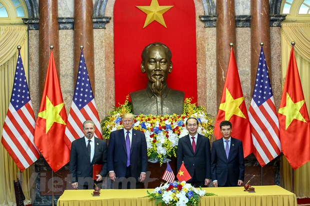 Nhin lai 2 ngay cua Tong thong Hoa Ky Donald Trump tai Ha Noi hinh anh 9