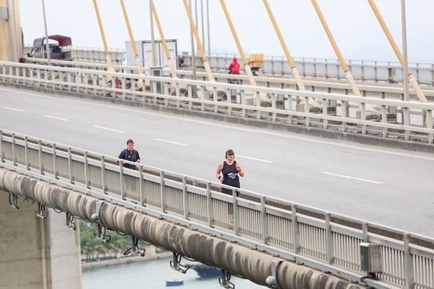 Hang ngan van dong vien 'doi ret' chinh phuc 42km marathon o Ha Long hinh anh 9