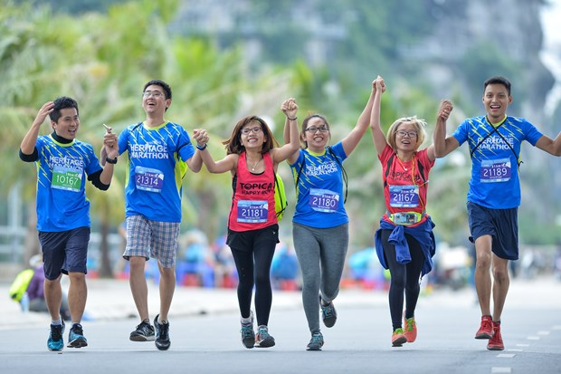Hang ngan van dong vien 'doi ret' chinh phuc 42km marathon o Ha Long hinh anh 14
