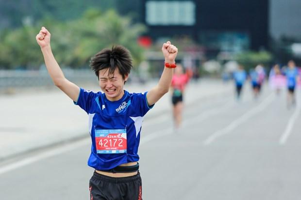 Hang ngan van dong vien 'doi ret' chinh phuc 42km marathon o Ha Long hinh anh 18