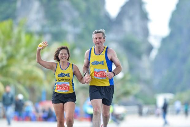 Hang ngan van dong vien 'doi ret' chinh phuc 42km marathon o Ha Long hinh anh 19