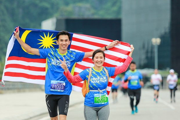Hang ngan van dong vien 'doi ret' chinh phuc 42km marathon o Ha Long hinh anh 2