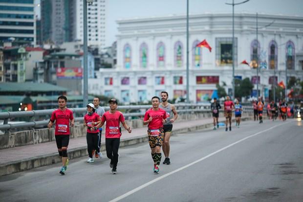 Hang ngan van dong vien 'doi ret' chinh phuc 42km marathon o Ha Long hinh anh 3