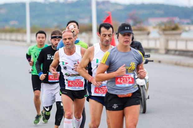 Hang ngan van dong vien 'doi ret' chinh phuc 42km marathon o Ha Long hinh anh 7
