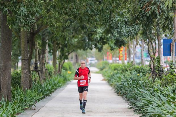 Hang ngan van dong vien 'doi ret' chinh phuc 42km marathon o Ha Long hinh anh 8