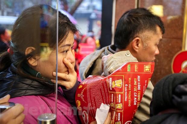 Dan Ha Noi doi mua xep hang som mua vang ngay Than tai hinh anh 10