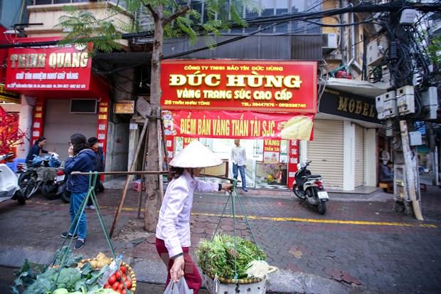 Dan Ha Noi doi mua xep hang som mua vang ngay Than tai hinh anh 16