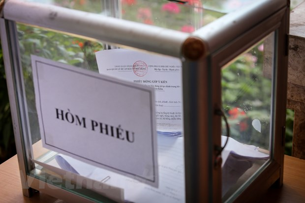 Nguoi Ha Noi thich thu di xem trung bay ga tau dien ngam Ho Guom hinh anh 8