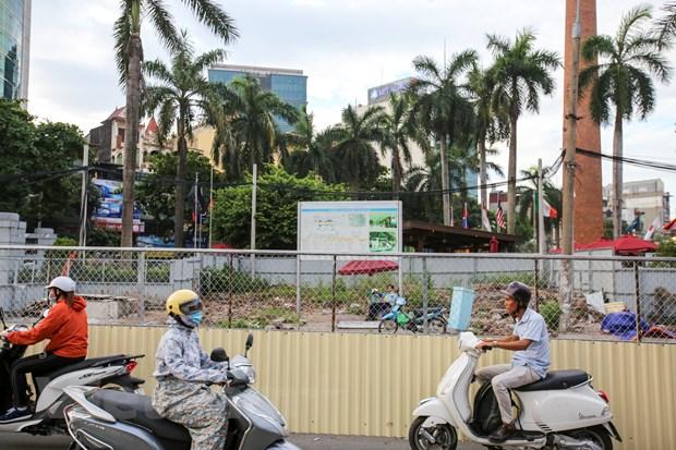 Ha Noi: Xe co noi duoi nhau di nguoc chieu tren duong Cat Linh hinh anh 2