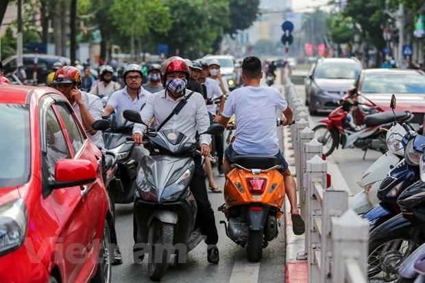 Ha Noi: Xe co noi duoi nhau di nguoc chieu tren duong Cat Linh hinh anh 8