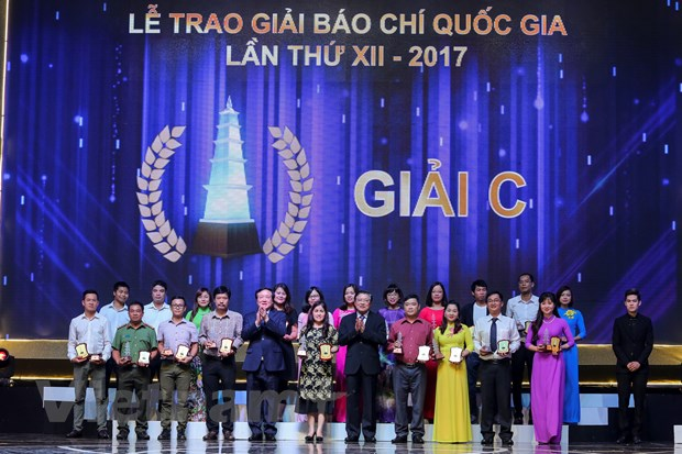 [Photo] Toan canh le trao Giai Bao chi quoc gia 2017 hinh anh 1