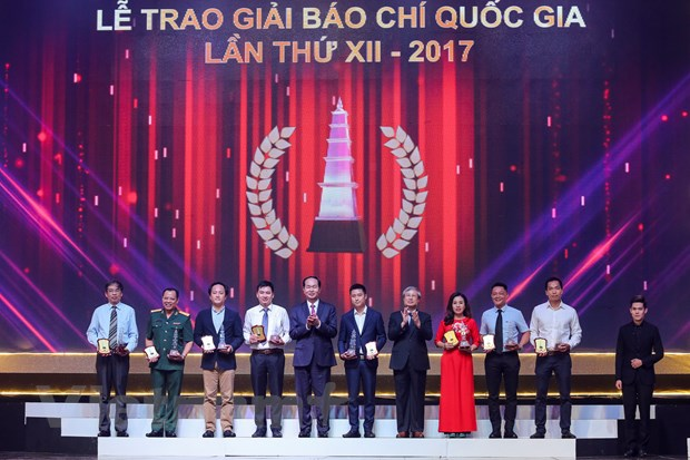 [Photo] Toan canh le trao Giai Bao chi quoc gia 2017 hinh anh 11