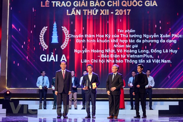 [Photo] Toan canh le trao Giai Bao chi quoc gia 2017 hinh anh 12