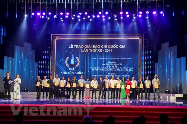 [Photo] Toan canh le trao Giai Bao chi quoc gia 2017 hinh anh 13