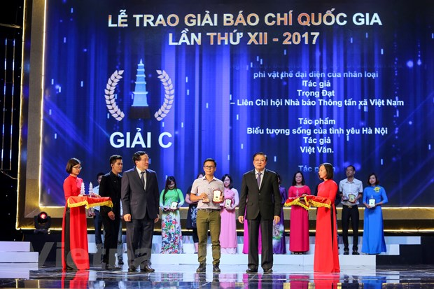[Photo] Toan canh le trao Giai Bao chi quoc gia 2017 hinh anh 2