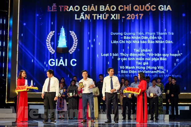 [Photo] Toan canh le trao Giai Bao chi quoc gia 2017 hinh anh 4