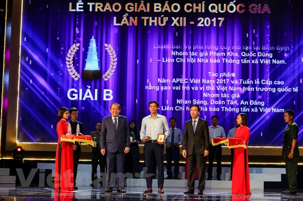 [Photo] Toan canh le trao Giai Bao chi quoc gia 2017 hinh anh 7