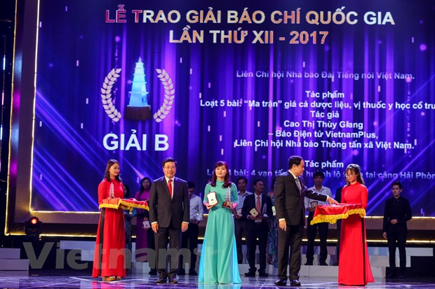 [Photo] Toan canh le trao Giai Bao chi quoc gia 2017 hinh anh 8