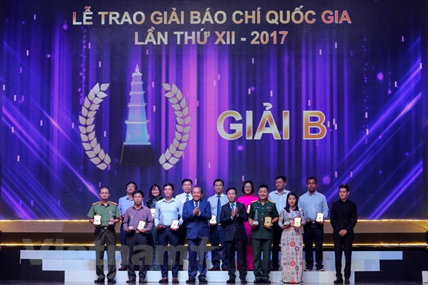 [Photo] Toan canh le trao Giai Bao chi quoc gia 2017 hinh anh 9