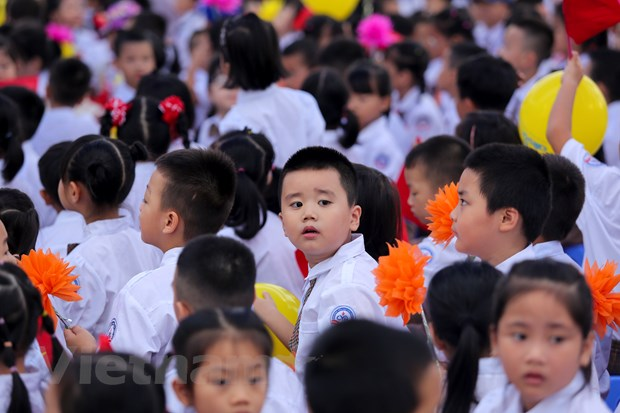 Khai giang o ngoi truong co so luong hoc sinh lop 1 dong ky luc Ha Noi hinh anh 11