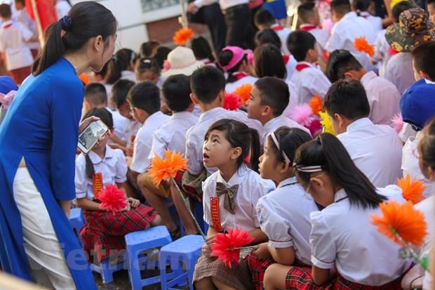 Khai giang o ngoi truong co so luong hoc sinh lop 1 dong ky luc Ha Noi hinh anh 7