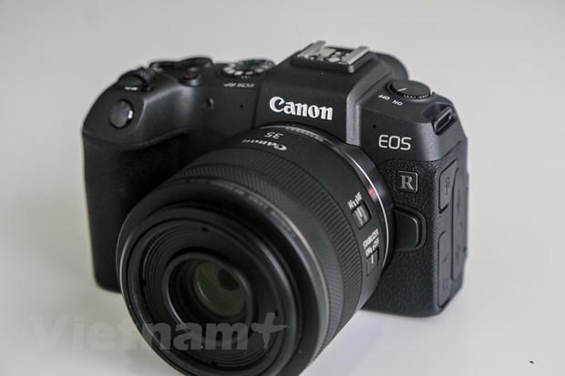 'Tren tay' EOS RP - May anh khong guong lat moi nhat cua Canon hinh anh 2
