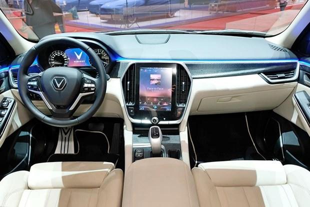 VinFast bat ngo ra mat SUV Lux V8 ban dac biet 'ngau' tai Thuy Sy hinh anh 1