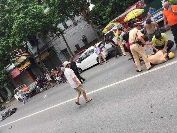 Ha Noi: Trung uy Canh sat giao thong bi xe tong guc tren quoc lo 32 hinh anh 1