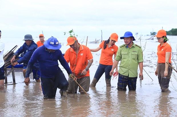 FPT phoi hop voi Hanh phuc xanh trong 2.000 cay ban tai Soc Trang hinh anh 2