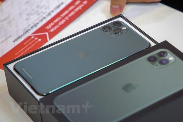 'Mo xe' chiec iPhone 11 Pro Max mau xanh reu dau tien tai Ha Noi hinh anh 1