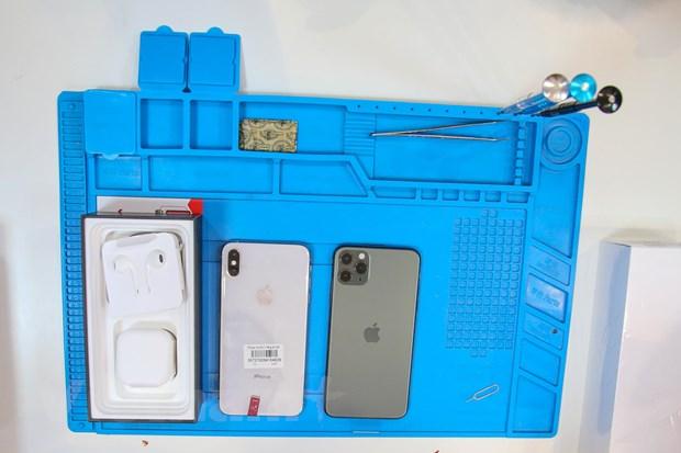 'Mo xe' chiec iPhone 11 Pro Max mau xanh reu dau tien tai Ha Noi hinh anh 12