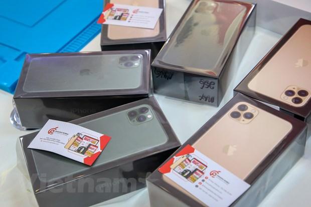 'Mo xe' chiec iPhone 11 Pro Max mau xanh reu dau tien tai Ha Noi hinh anh 15