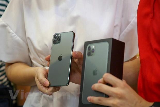 'Mo xe' chiec iPhone 11 Pro Max mau xanh reu dau tien tai Ha Noi hinh anh 2