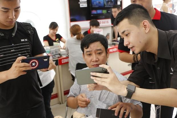 iPhone 11 chinh hang bat dau ban o Viet Nam voi gia tu 22 trieu dong hinh anh 1