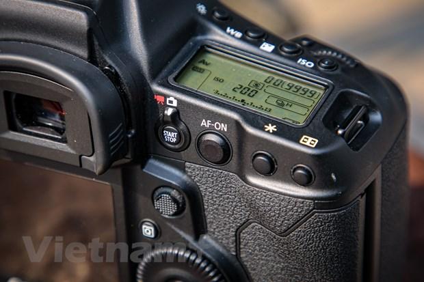 Chi tiet EOS-1D X Mark III: Binh cu nhung ruou moi cua gia dinh Canon hinh anh 2