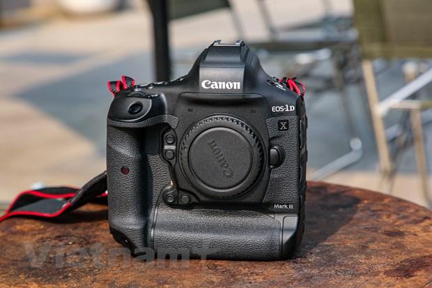 Chi tiet EOS-1D X Mark III: Binh cu nhung ruou moi cua gia dinh Canon hinh anh 1