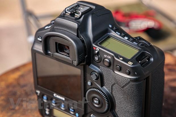 Chi tiet EOS-1D X Mark III: Binh cu nhung ruou moi cua gia dinh Canon hinh anh 8