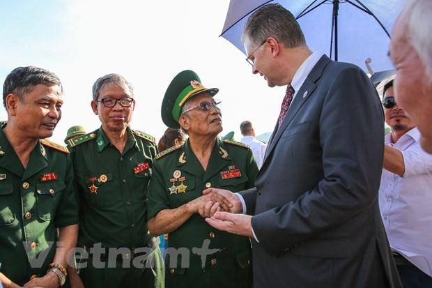 Dai su Hoa Ky cam on Viet Nam ho tro thiet bi va khau trang chong dich hinh anh 2