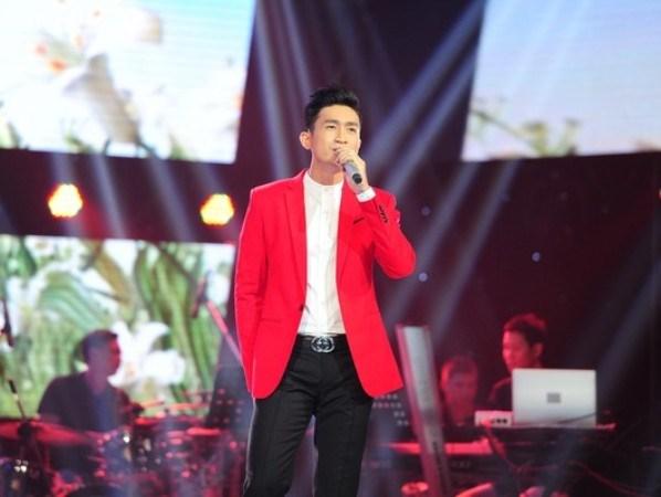 "Tuan Hung ""chiu thua"" truoc man… coi ao ""du"" thi sinh cua Thu Phuong hinh anh 4"