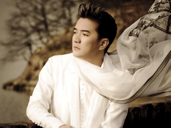 Mr Dam tro lai san khau Ha Noi cung bon