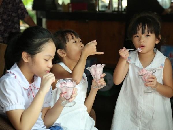 Ba xa ca sy Viet Hoan lan san vao showbiz voi MV dau tay hinh anh 3