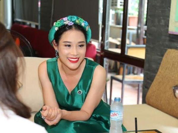 Ba xa ca sy Viet Hoan lan san vao showbiz voi MV dau tay hinh anh 2