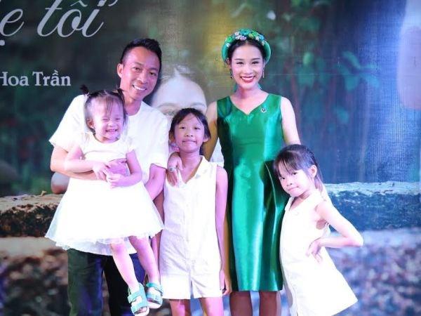 Ba xa ca sy Viet Hoan lan san vao showbiz voi MV dau tay hinh anh 1